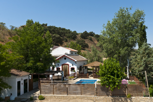 Casa rural con piscina iznajar casa rural isla del genil for Casas rural con piscina