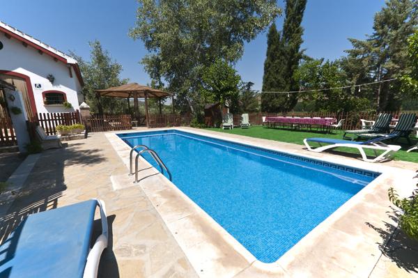 Casa rural con piscina sevilla casa rural isla del genil en andaluc a - Casa rural piscina interior ...